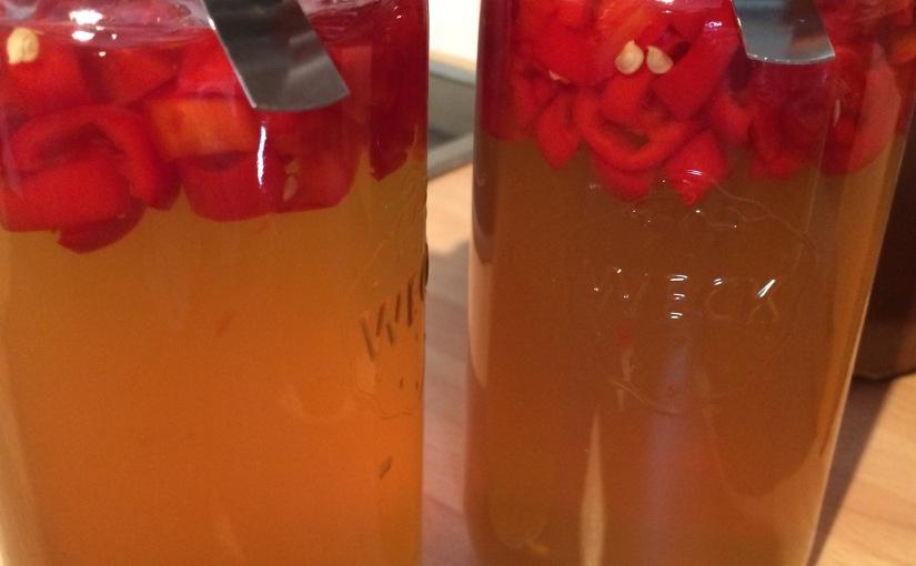 It's getting hot in here… Chili-Marmelade, und dazu – Trommelwirbel, Tusch – selbstgemachtes Vanilleeis und Schokoladentarte